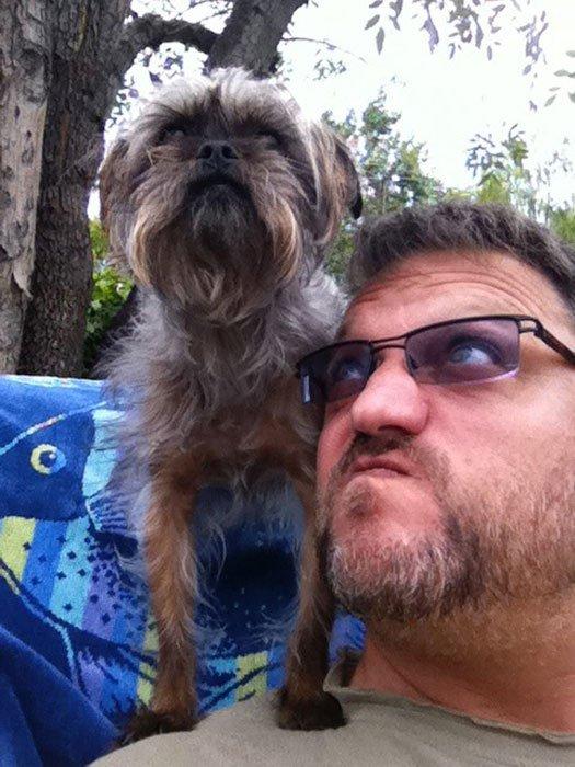 Steve Blum looking up at Chloe the dog